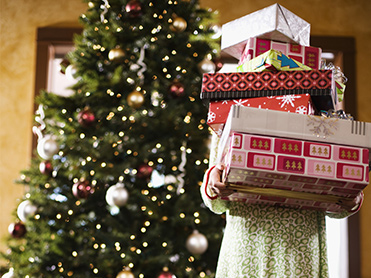 Which Canadians spend the most on presents?