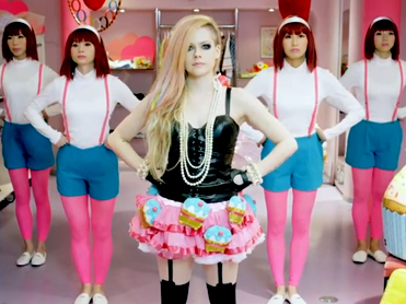 12 things ruined by Avril in her awful new video