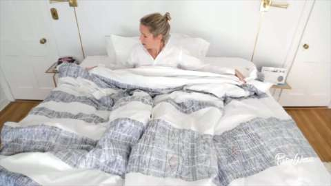 The lazy gal's guide to making a bed